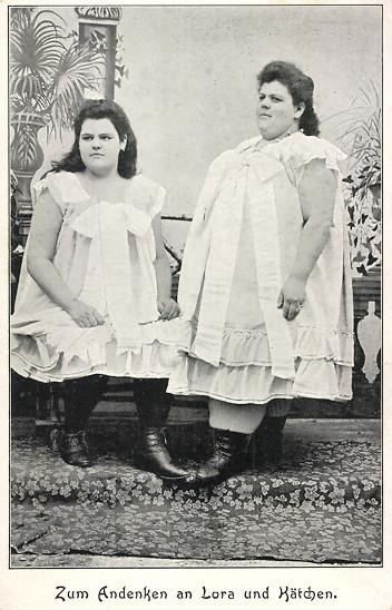 Dwie urocze i dobrze zbudowane dziewczątka - Lora i Kaetchen (fot. ansichtskarenversand.com)