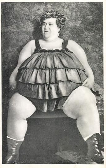 Wera - najcięższa dziewczyna Europy na starej kartce pocztowej (fot. Ansichtskartenversand.com )
