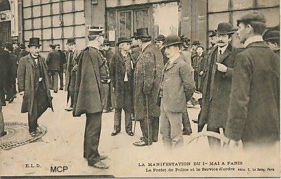 Prefekt policji Louis Lepine podczas manifestacji 1 Maja. Paryż, 1906. (fot. museedelacartepostale)