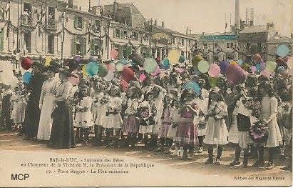 Bar Le Duc - puszczanie balonów wyposażonych w karty pocztowe. (fot. museedelacartepostale)