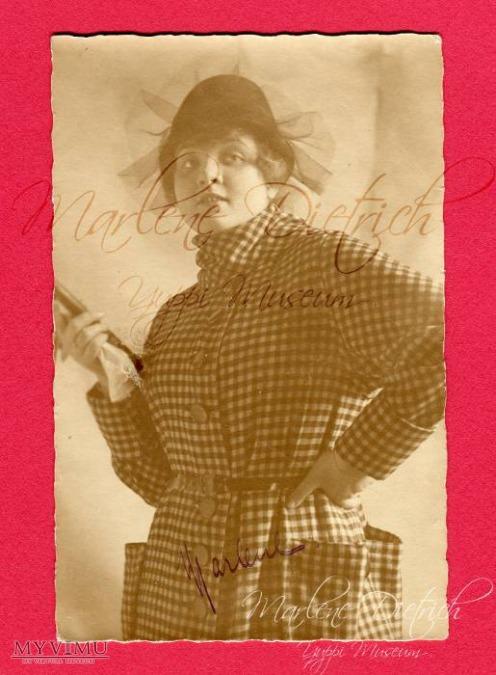 Pierwsza znana mi pocztówka z Marlene Dietrich. Przyszła aktorka w wieku 18 lat, gdy świat jeszcze o niej nie słyszał.