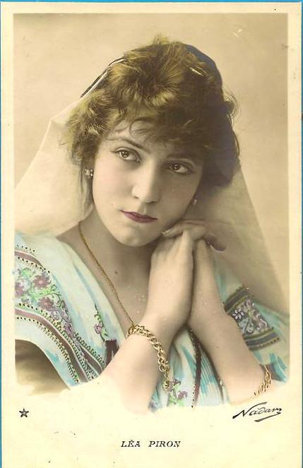 Lea Piron, stara pocztówka, atelier Nadar