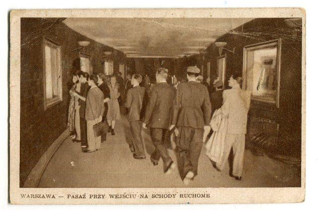 pasaż do schodów ruchomych na trasie W-Z pod Krakowskim Przedmieściem, Warszawa c. 1950 (2)