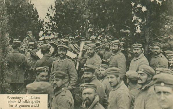 Kapela wojskowa w niedzielny dzień, Las Argoński 1915
